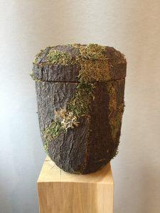 Urne in rustikaler Holzoptik