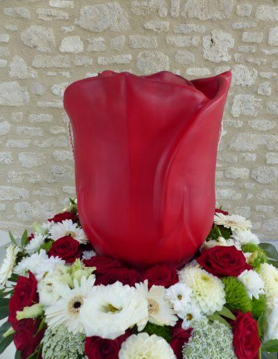 rote Urne in Kerzenoptik
