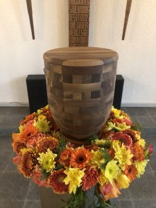 Urne in Holz